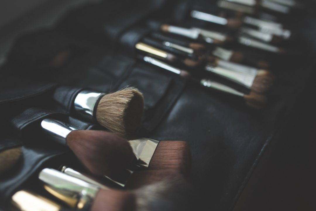 1-a-bunch-of-make-up-brushes