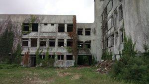 Un hôpital abandonné façade